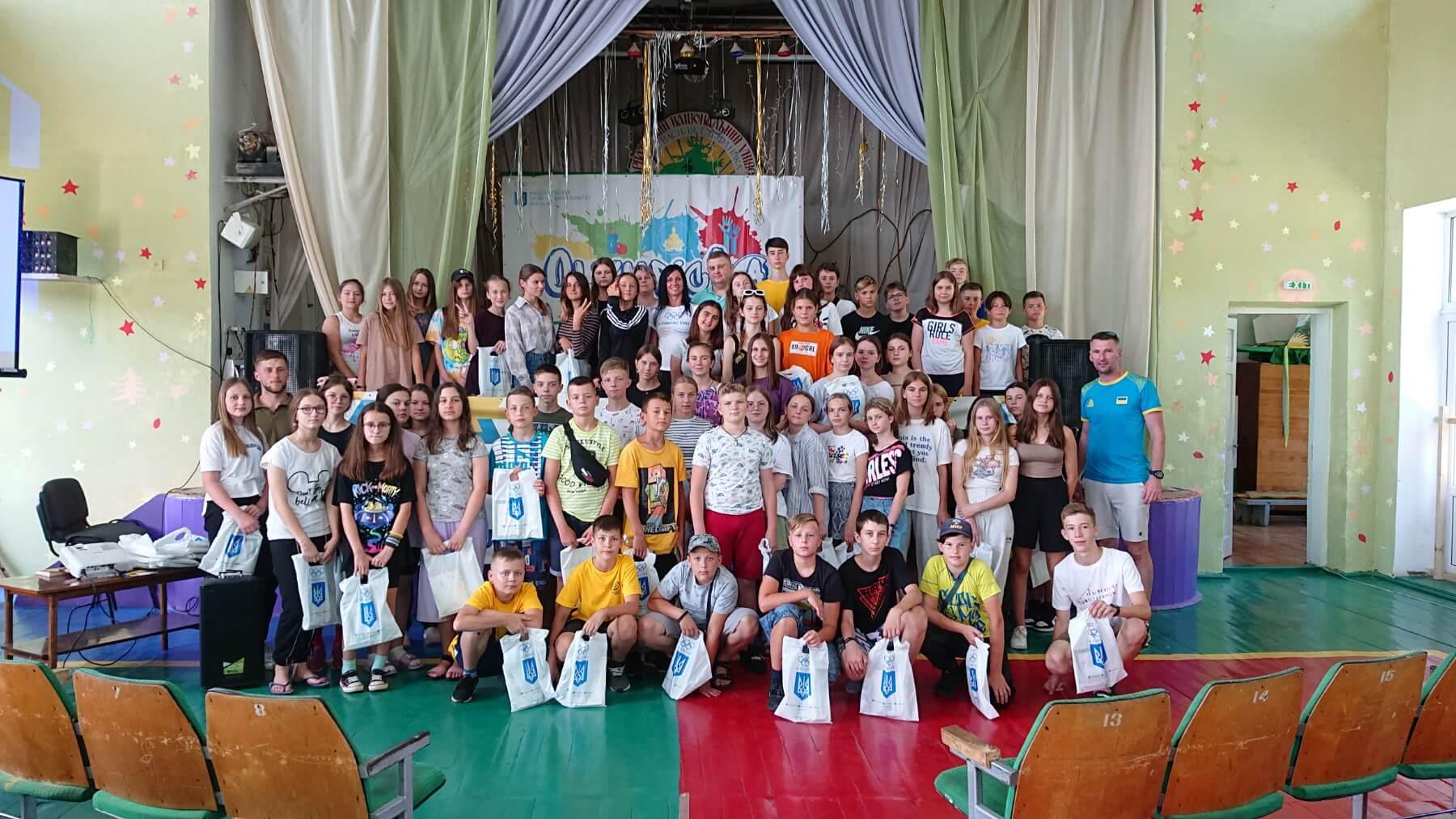 """#Olimpiclab у серці Карпат: відомі спортсмени поговорили про страх і цінності з дітьми зі """"Смерічки"""" (ФОТО)"""