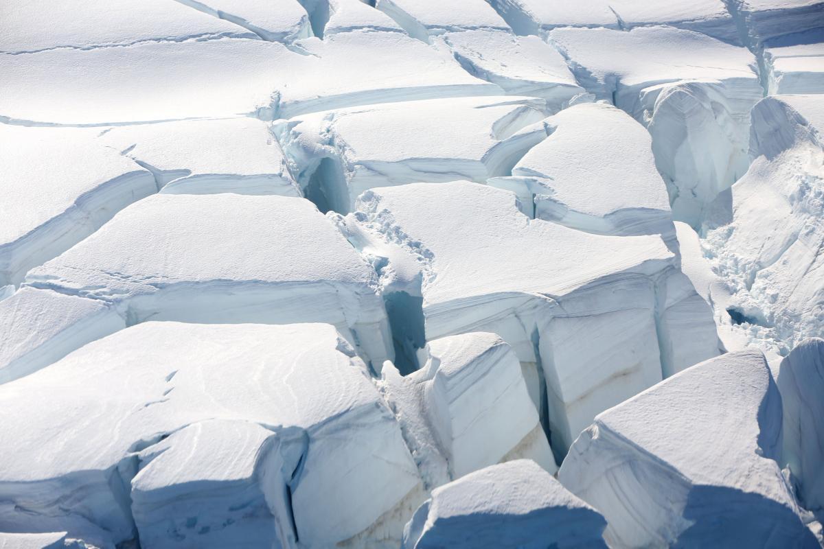 Вчені виявили в Антарктиді активні озера під товщею льоду (ВІДЕО)