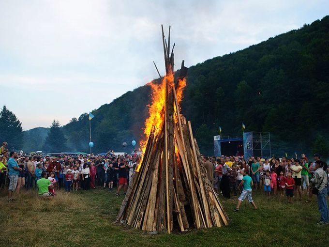 """На Прикарпатті відбудеться фестиваль патріотичної пісні """"Яворина 2021"""""""