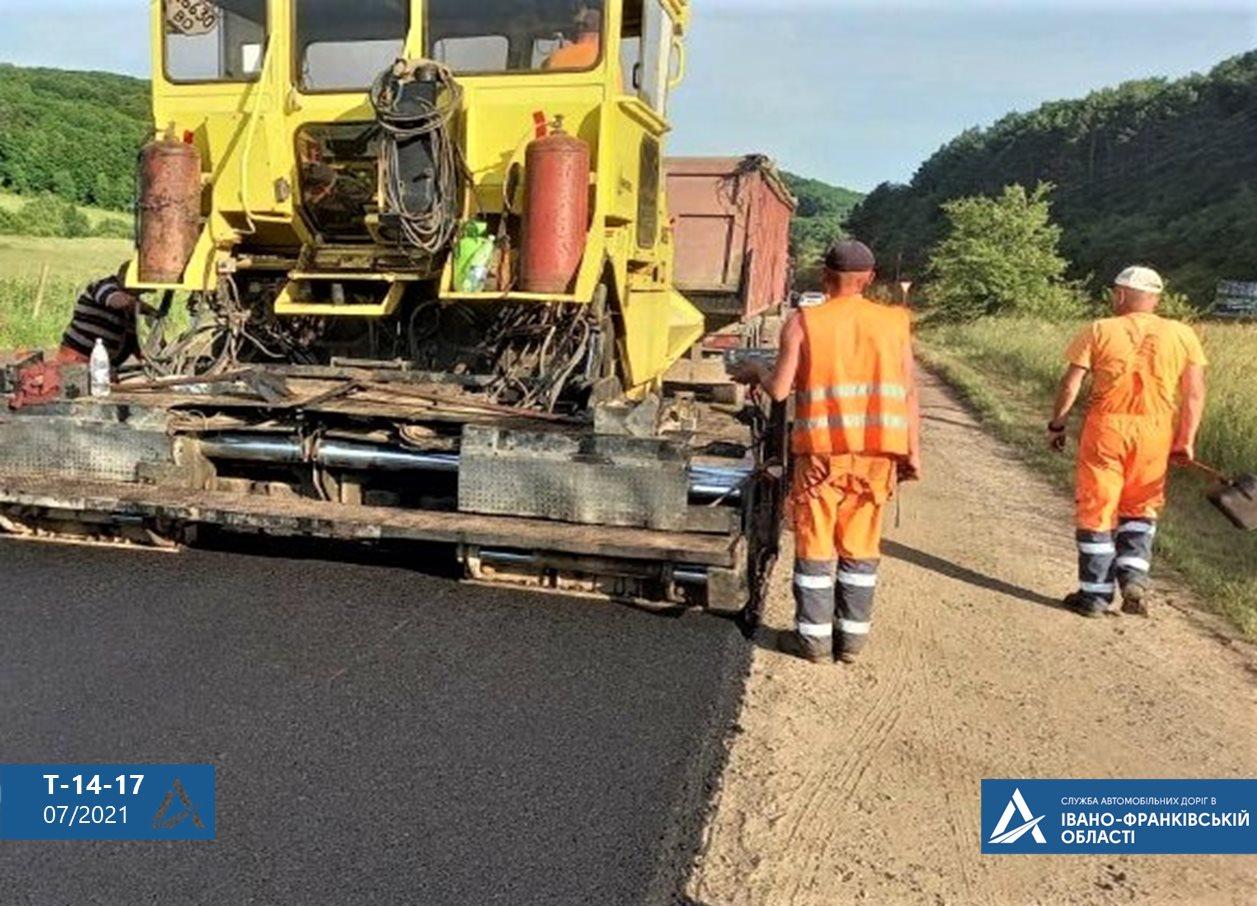 Дорогу державного значення ремонтують на Рогатинщині (ФОТО)