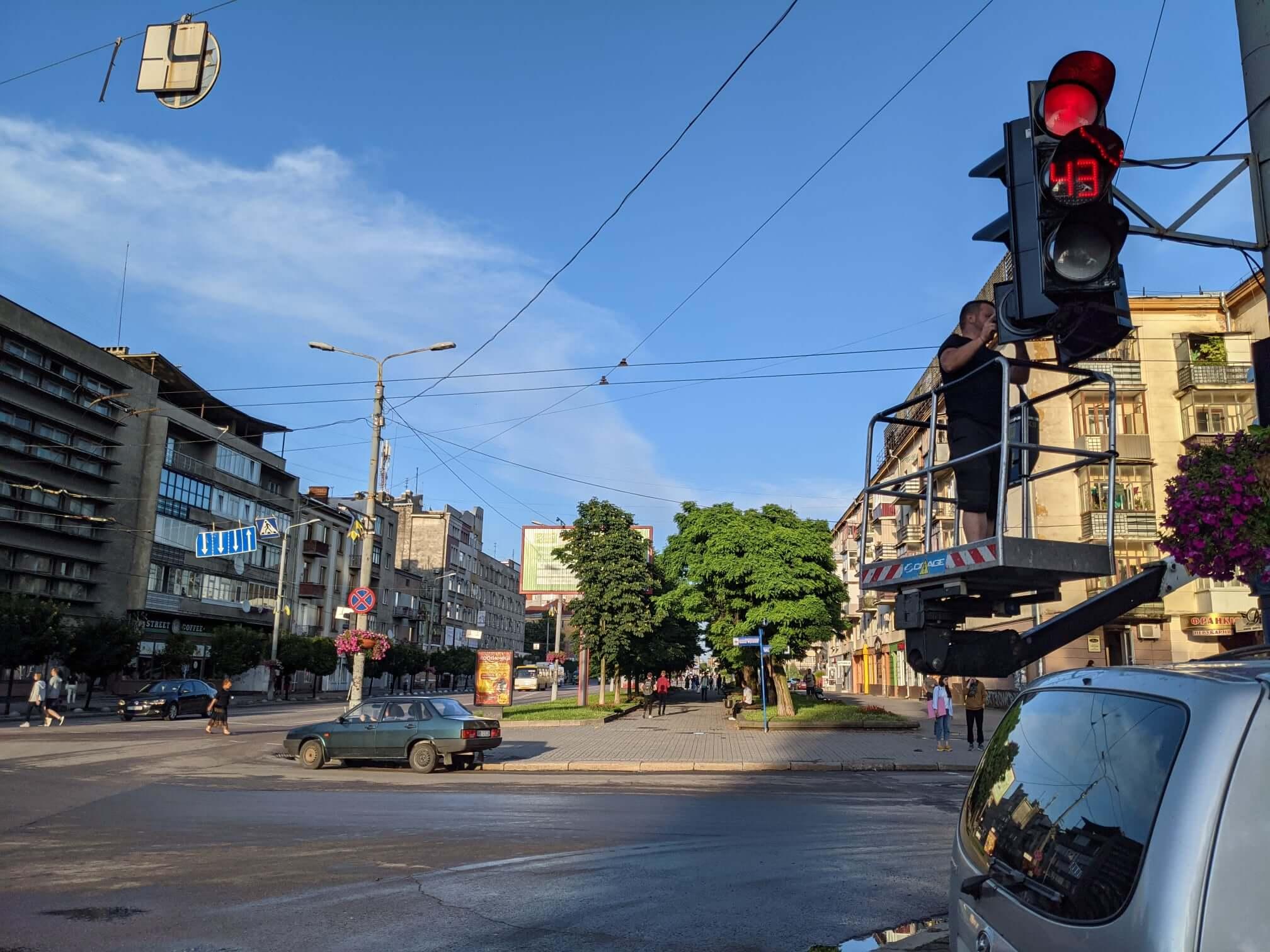 Вчорашня негода у Франківську вивела з ладу три світлофорні об'єкти (ФОТО)