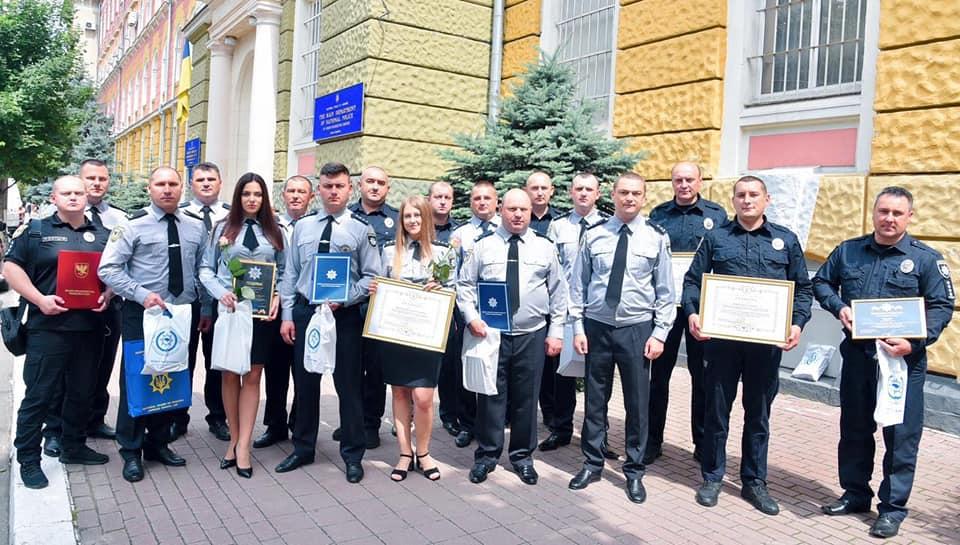 Найкращі поліціянти області отримали нагороди, а два відділи – авто (ФОТО)