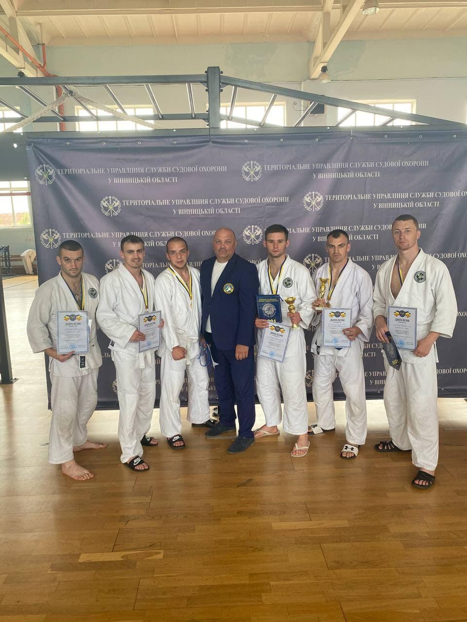 Охоронці Феміди Прикарпаття вибороли перше командне місце у змаганнях з рукопашного бою у Вінниці (ФОТО)