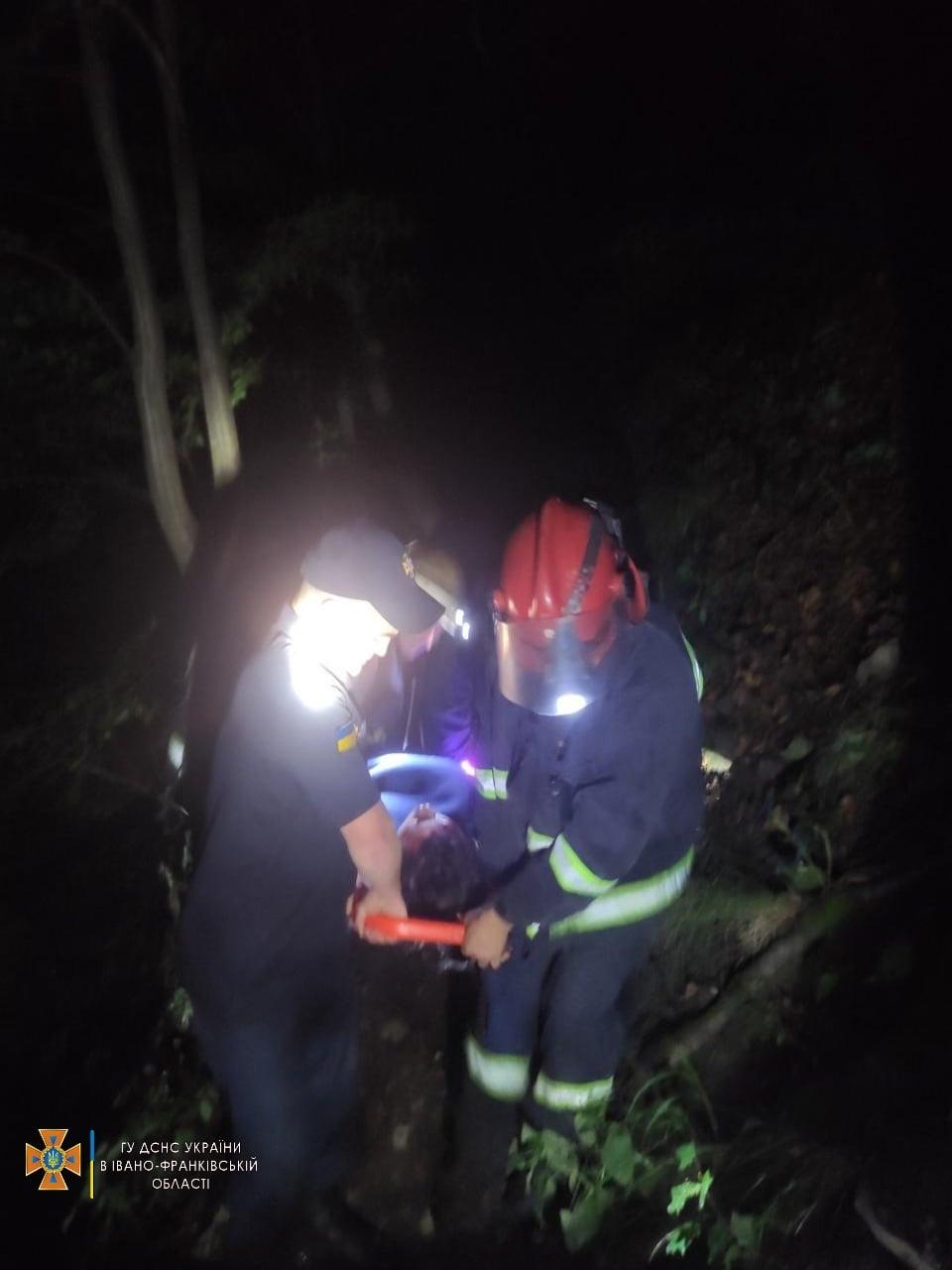 У Купальську ніч на водоспаді Пробій у Яремче чоловік впав у прірву (ФОТОФАКТ)