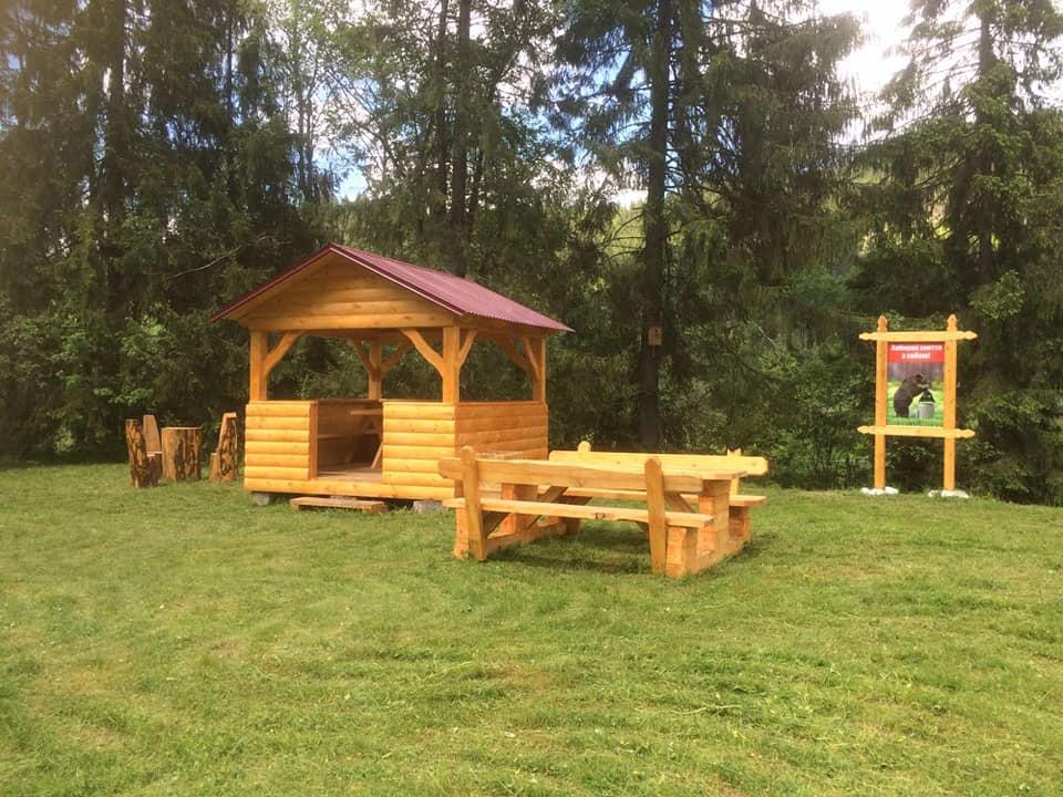 В одному з найвіддаленіших лісництв Прикарпаття оновили зону відпочинку (ФОТО)