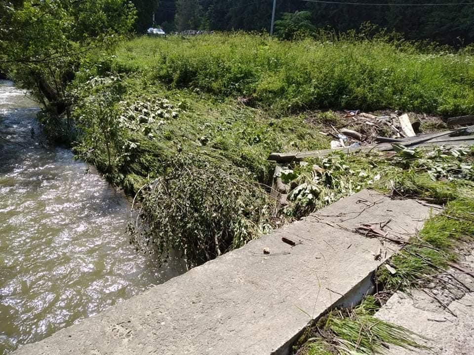 На Надвірнянщині стихія пошкодила чотири мости (ФОТО)