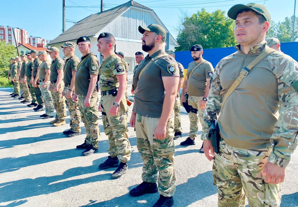 30 поліціянтів з Прикарпаття вирушили на Схід (ФОТО)