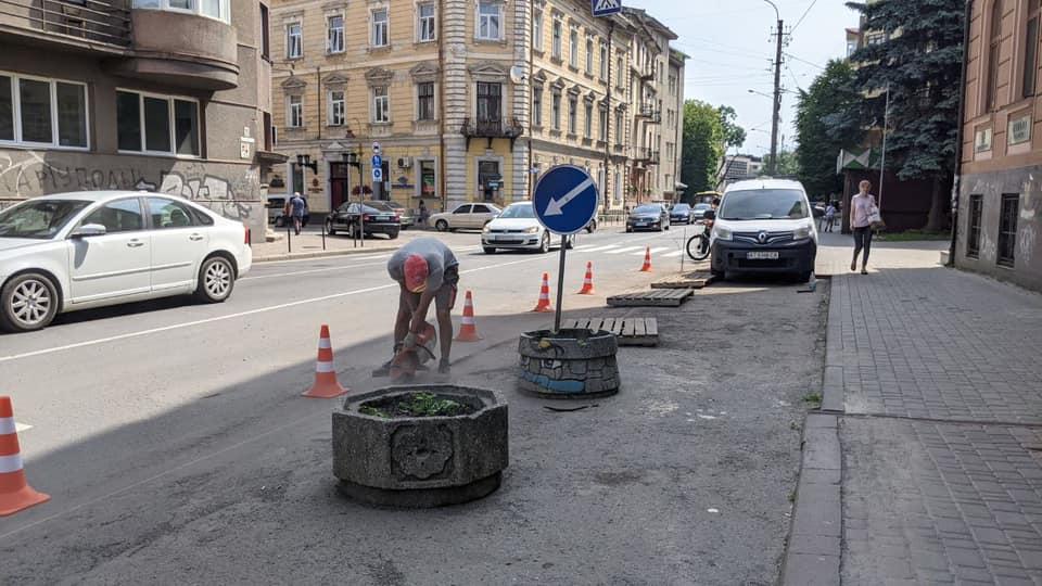 Як змінилось перехрестя вулиць Коновальця та Січових Стрільців у Франківську (ФОТО)