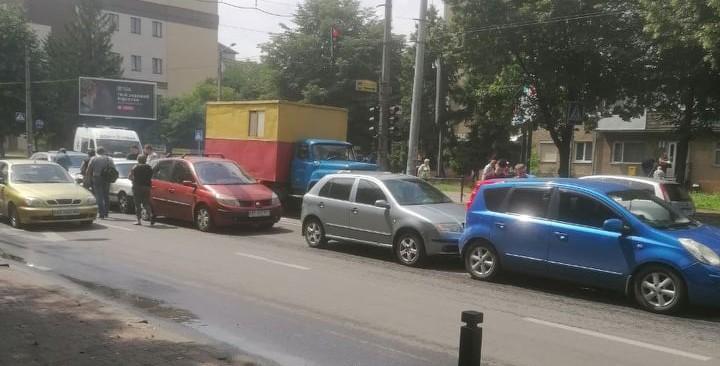 П'ять автівок зіткнулися на Галицькій (ФОТО)
