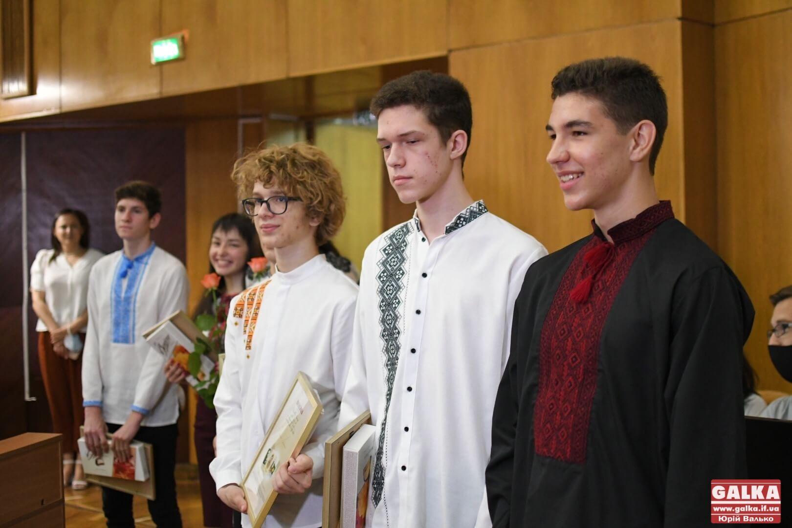 У Франківську нагородили вісьмох учнів, які склали ЗНО на 200 балів (ФОТО)