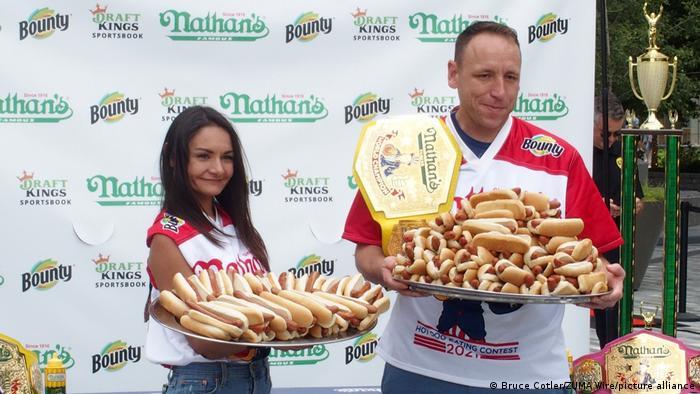 У Нью-Йорку встановили світовий рекорд із швидкісного поїдання хот-догів
