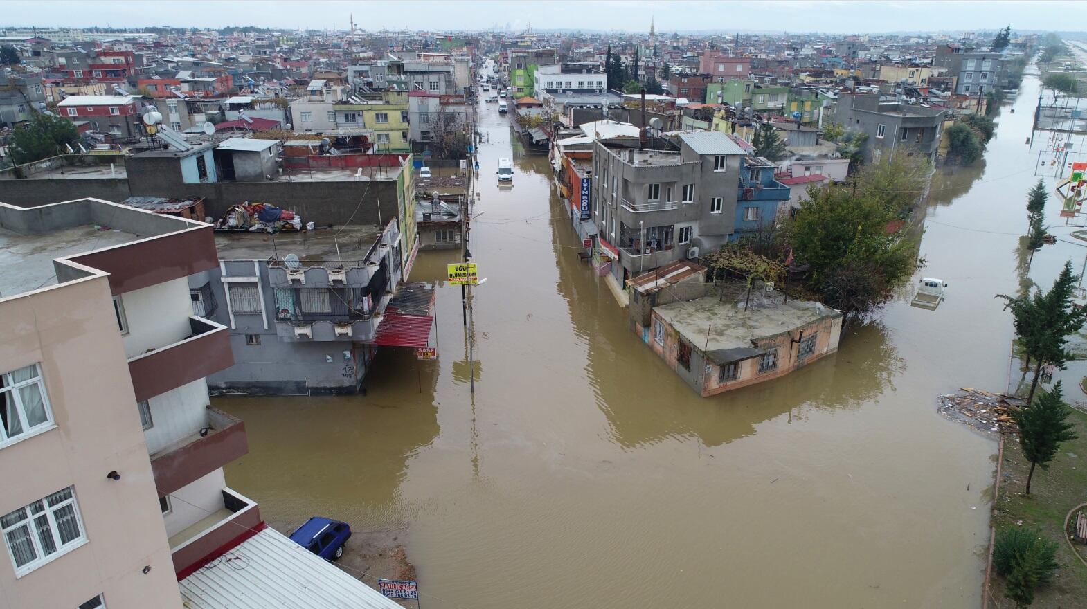 Аномальні зливи накрили і Туреччину (ВІДЕО)