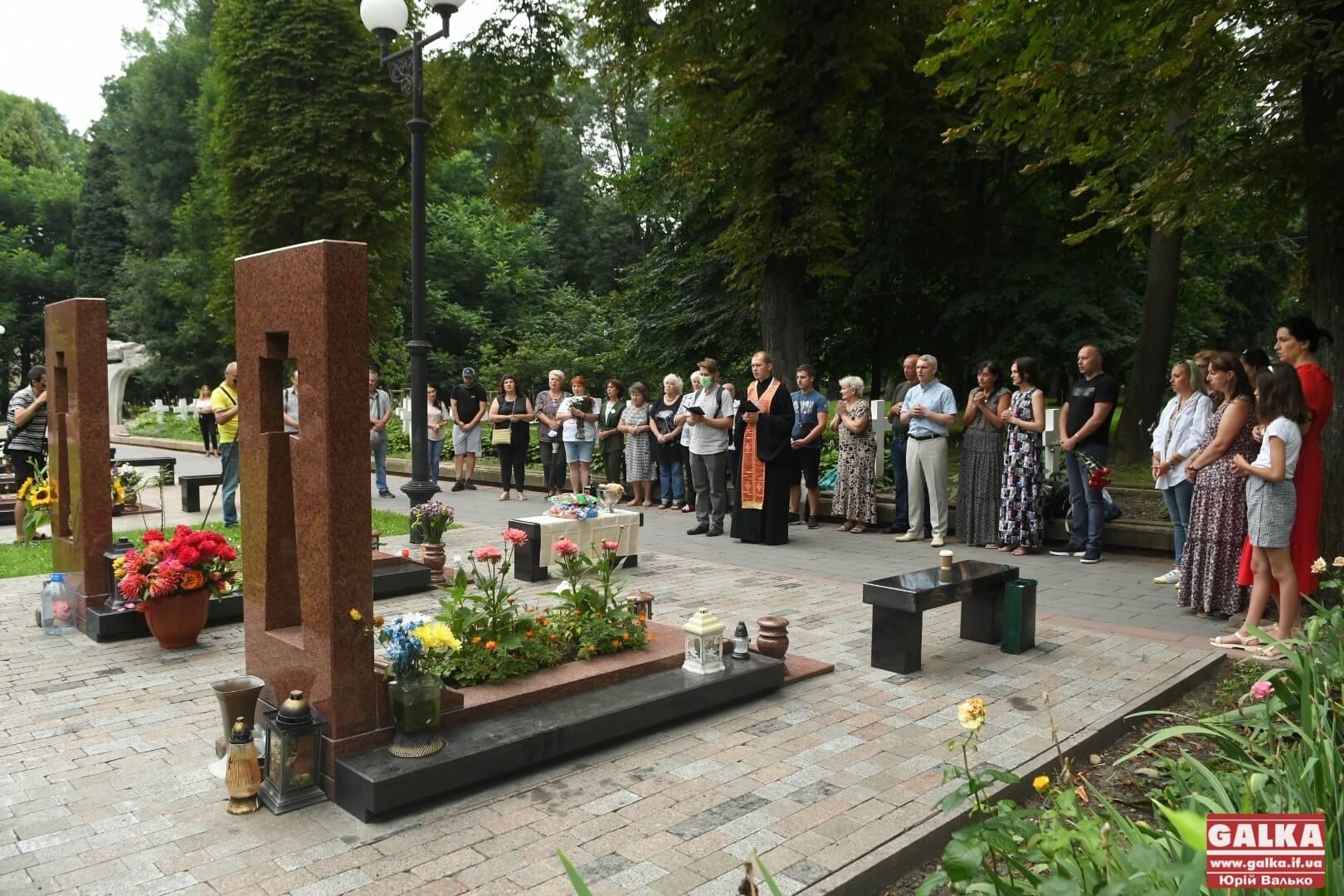 Сім років не з нами: у Франківську вшанували пам'ять полеглого добровольця Василя Білика (ФОТО)