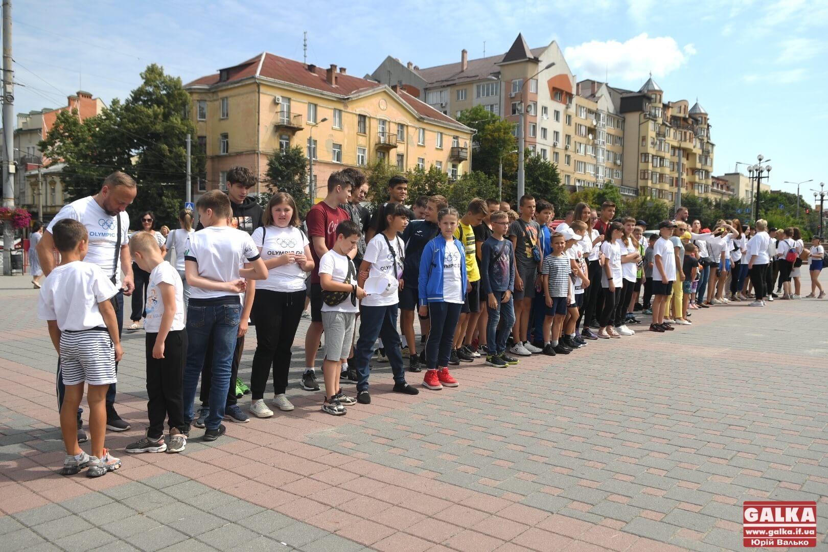 В Івано-Франківську урочисто підняли Олімпійський прапор (ФОТО)