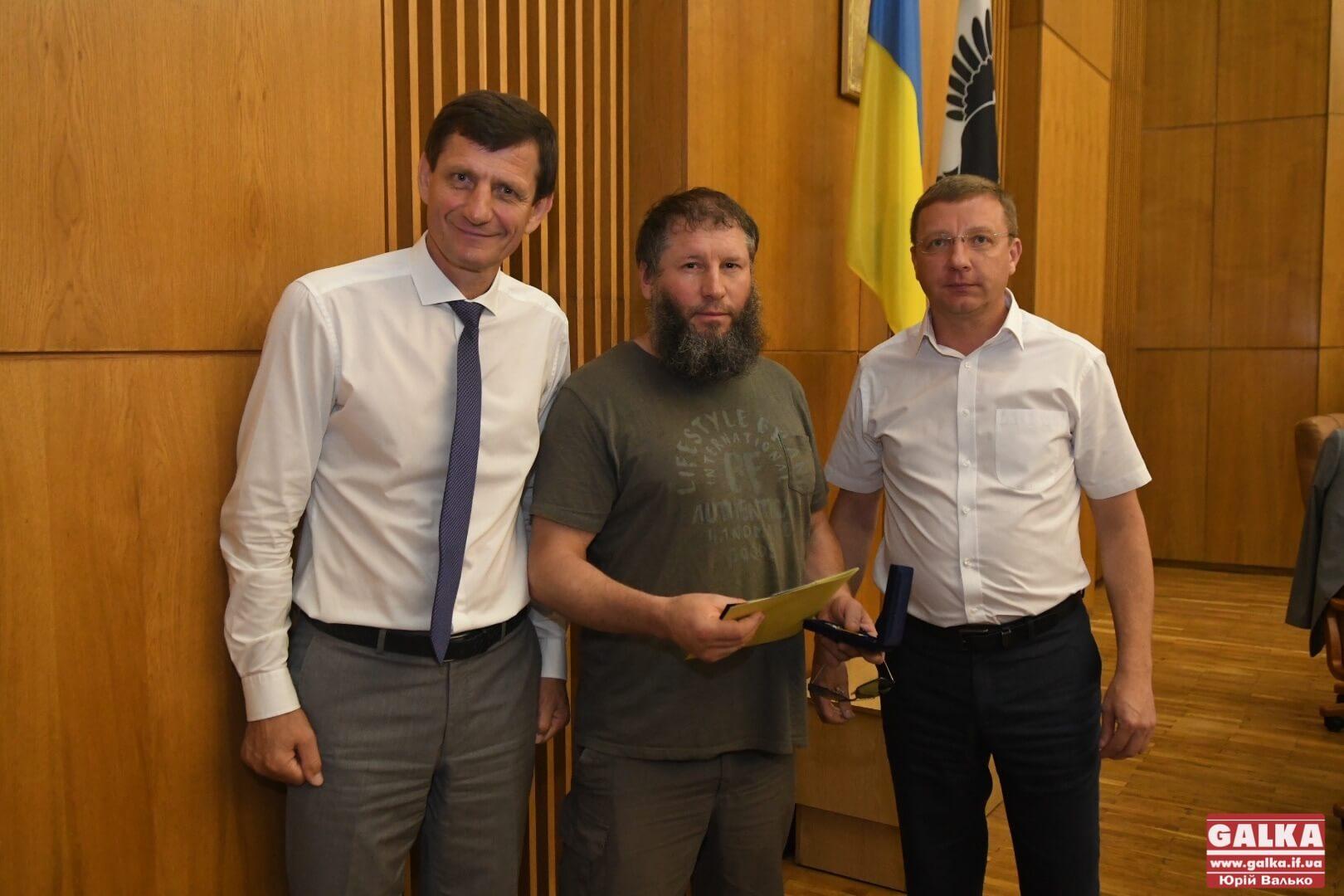 Ветеранів війни на Донбасі, видавців книг та журналістів урочисто нагородили на сесії обласної ради (ФОТО)