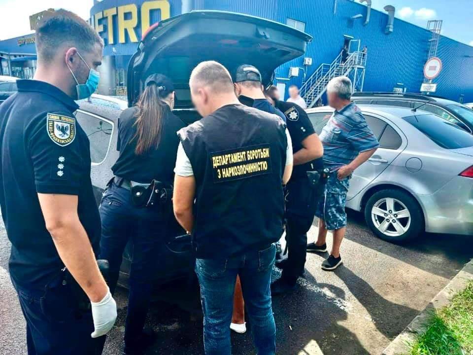 У Франківську затримали чоловіка з наркотиками на мільйон гривень (ФОТО)