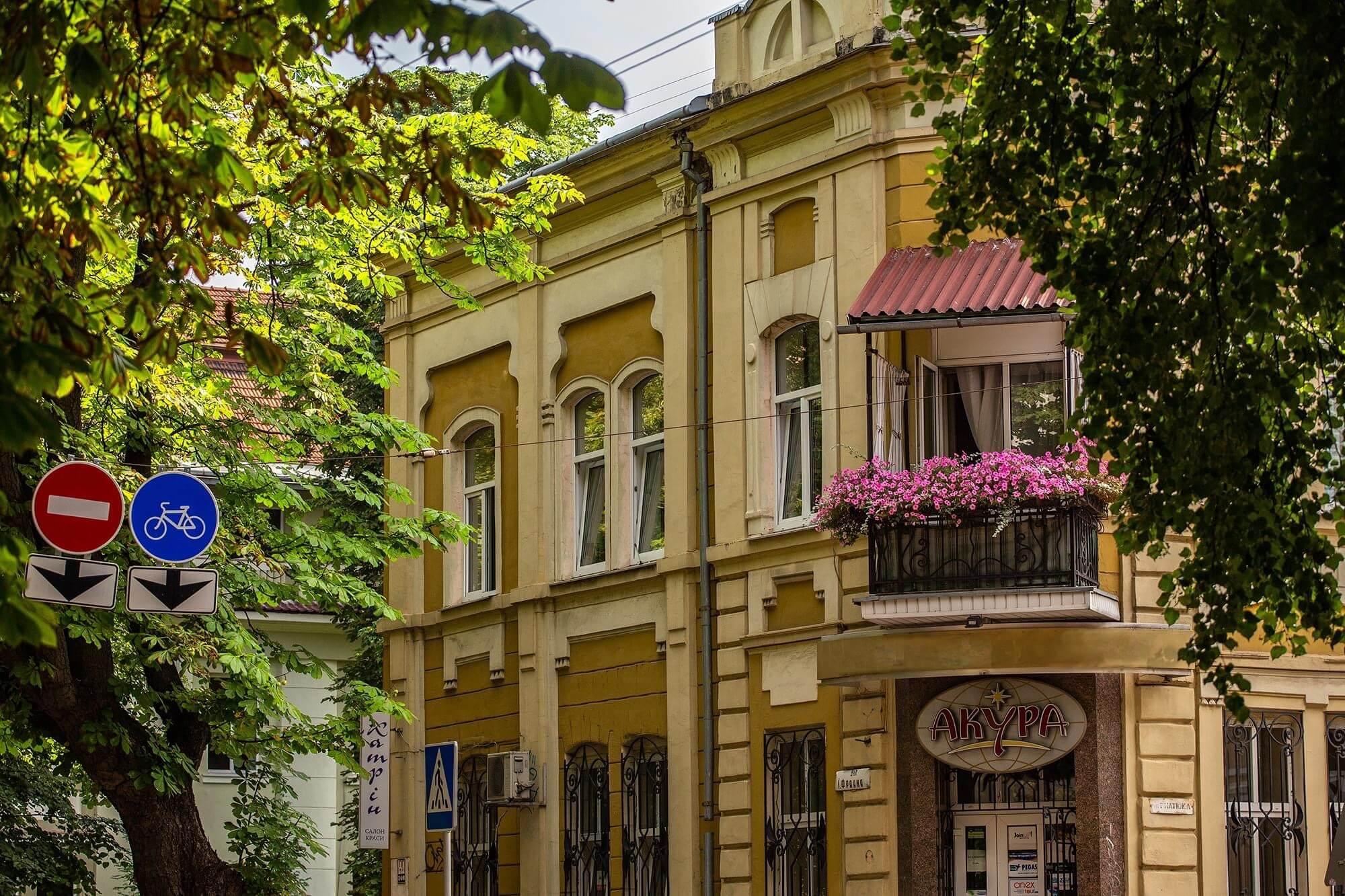 Добірка заквітчаних балконів з Івано-Франківська (ФОТО)
