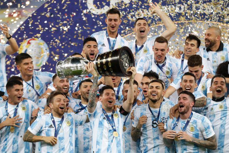 Аргентина вперше за 28 років перемогла на Кубку Америки з футболу. Це перший трофей для Мессі разом зі збірною