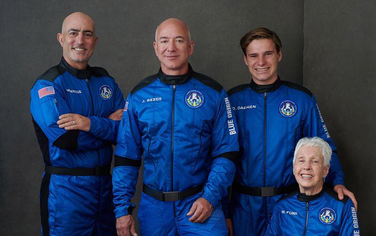 Компанія Безоса здійснила комерційний політ у космос. Як це було (ФОТО, ВІДЕО)