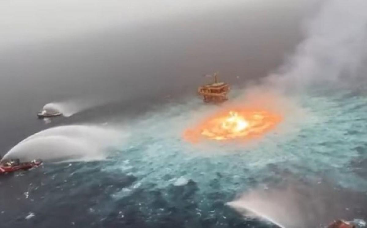 Наче ворота пекла: У Мексиканській затоці під водою горить нафтовий трубопровід (ВІДЕО)