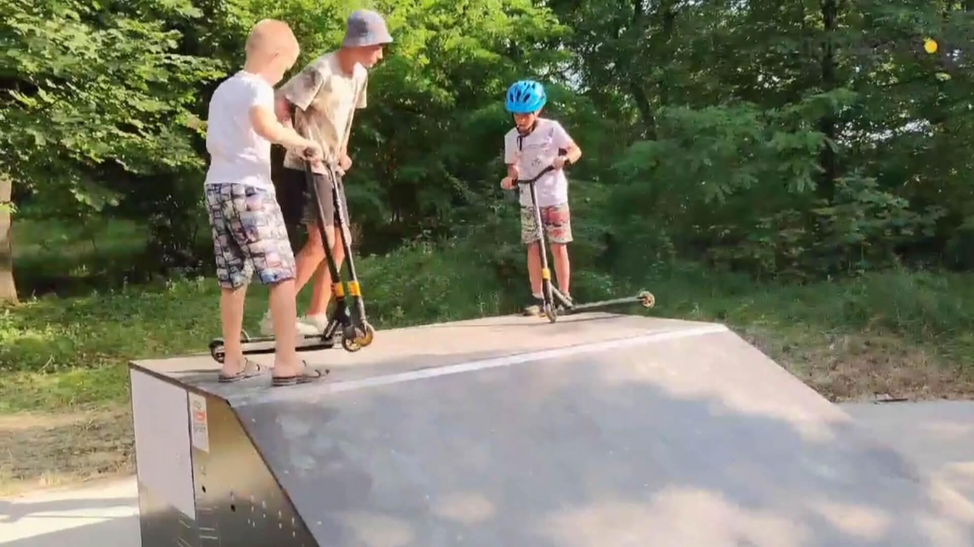 Атовець з Прикарпаття, разом з побратимами, побудував скейт-майданчик для діток у Попасній (ВІДЕО)