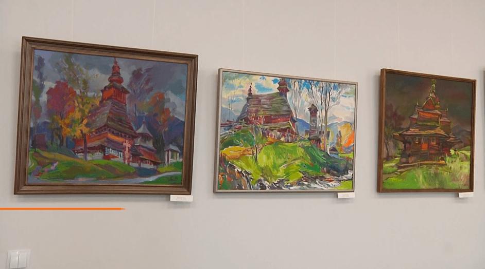 Храми та каплиці: у Франківську презентували виставку картин Володимира Сандюка (ВІДЕО)