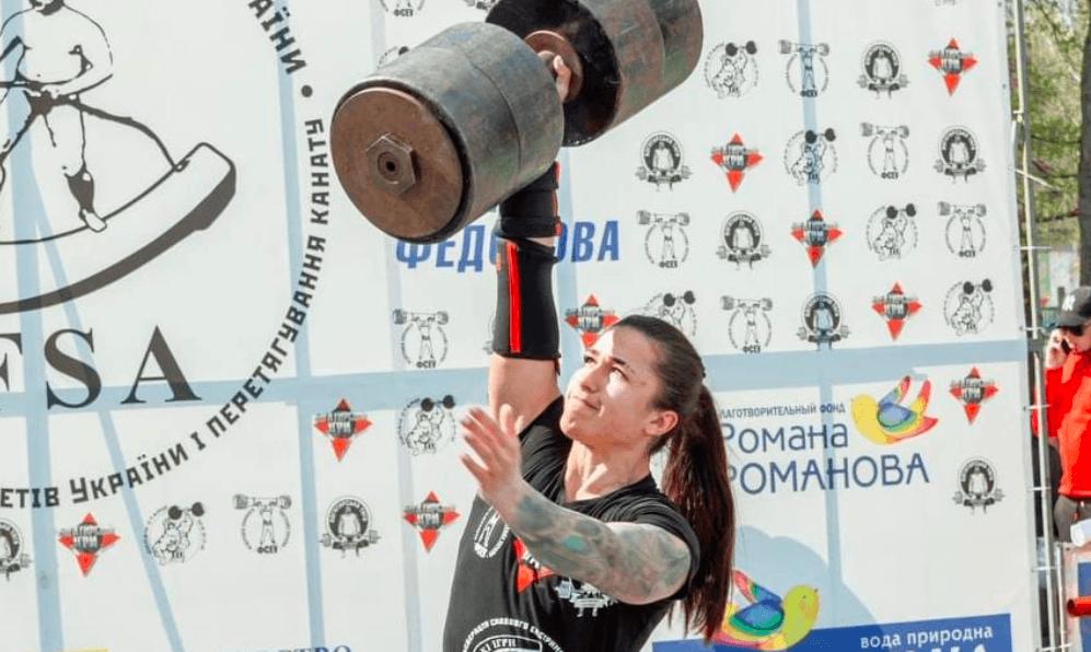 На Прикарпатті позмагаються богатирі України та Румунії, а харків'янка спробує встановити рекорд