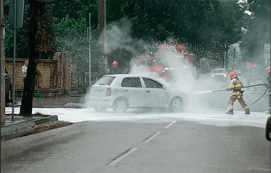 На Вовчинецькій посеред дороги загорілося авто (ФОТО)