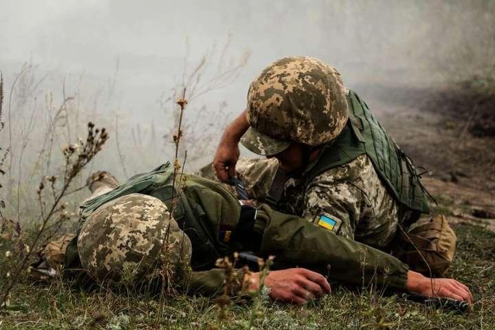 """На Донбасі окупанти 5 разів порушили """"тишу"""", загинув український військовий"""