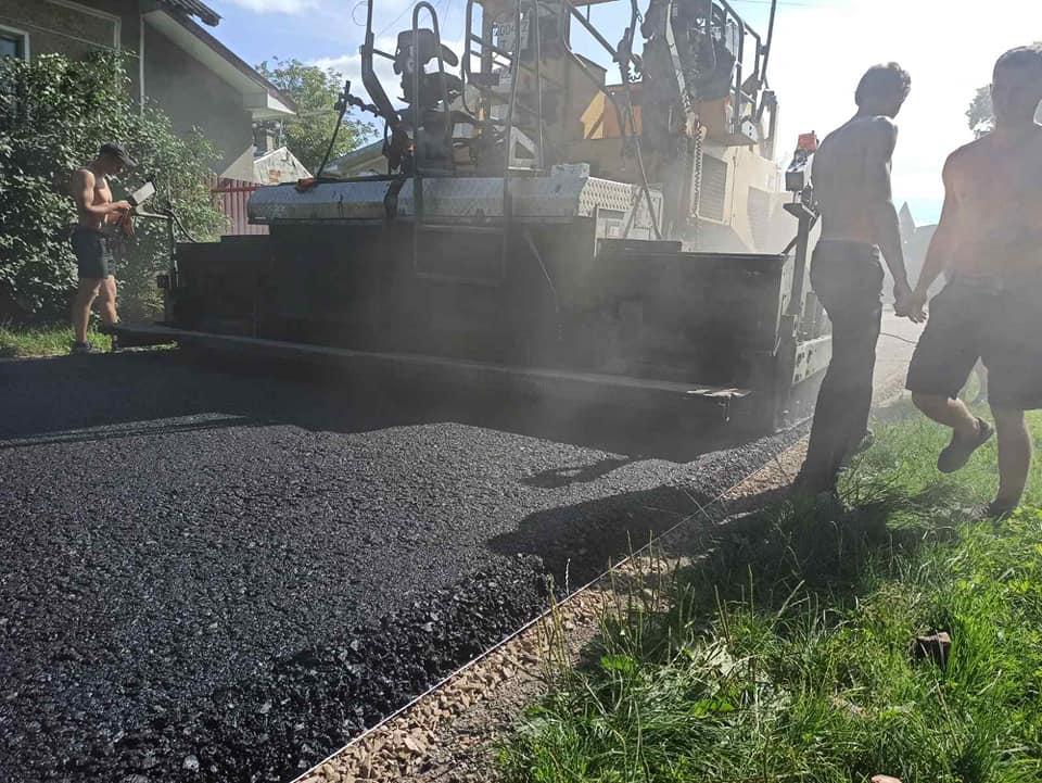 У Підпечерах коштом бюджету Франківська ремонтують дорогу (ФОТО)