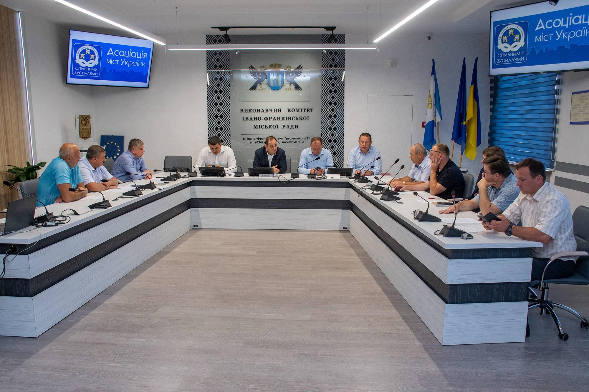 Голови прикарпатських громад обговорили головні проблеми та сформували спільну позицію (ФОТО)