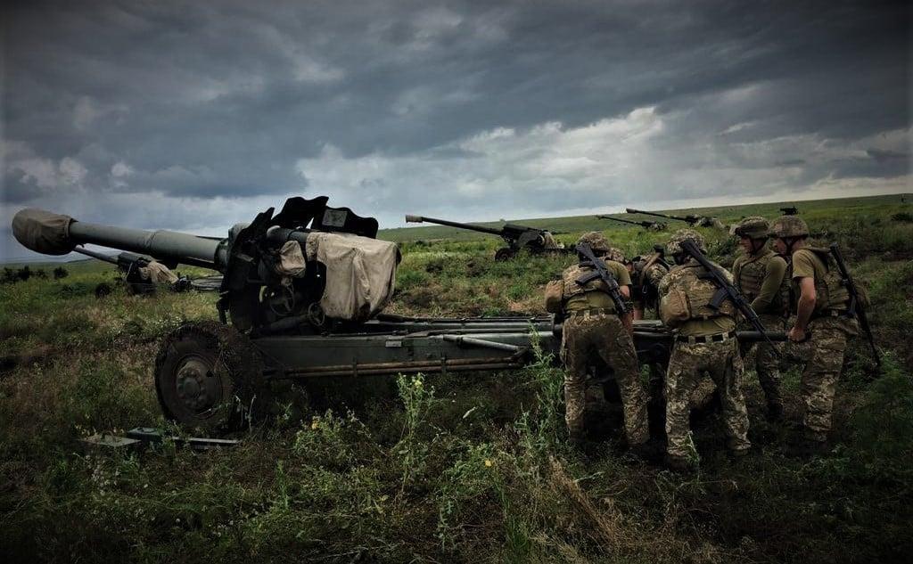 На Донбасі внаслідок обстрілів бойовиків загинув український військовий