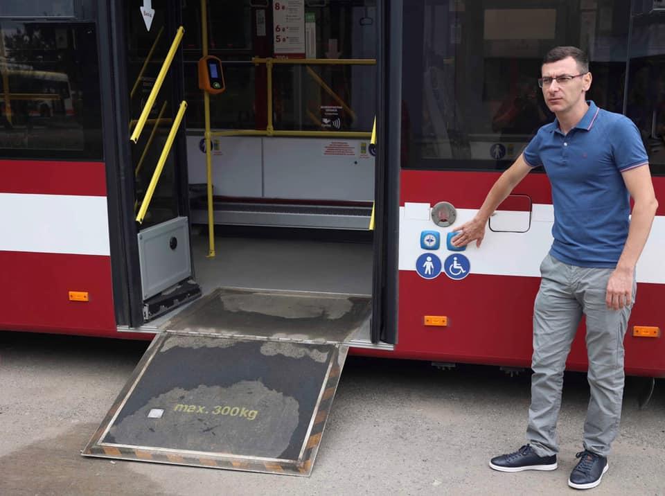 94% комунального транспорту Франківська пристосовано для людей з інвалідністю