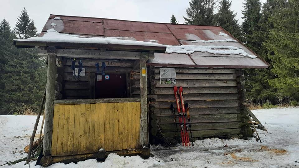 Прикарпатців кличуть допомогти відремонтувати туристичний притулок на Калущині