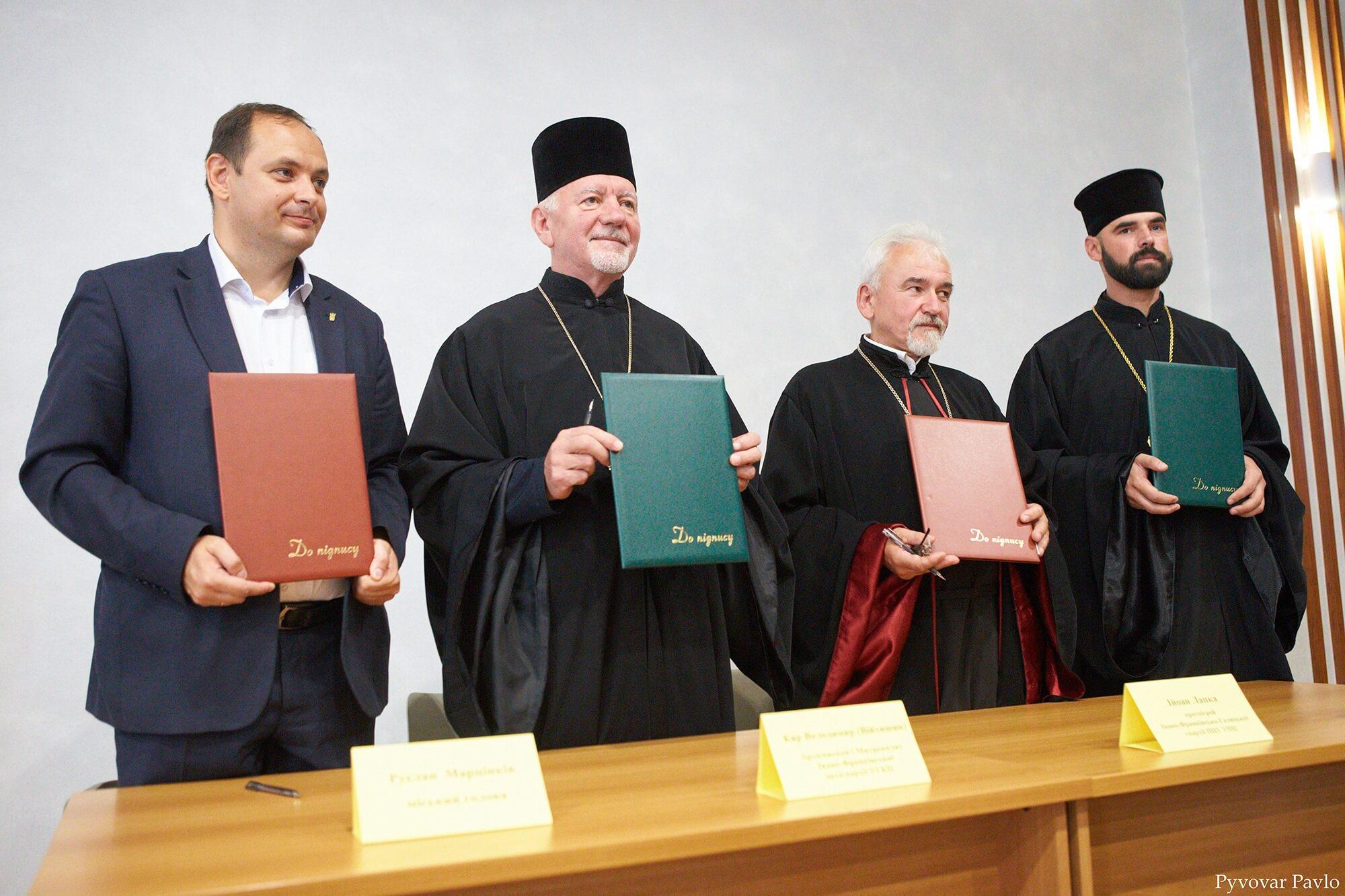 Ну здрастуй, православний талібан, – соцмережі відреагували на підписання угоди франківських закладів освіти з церквами