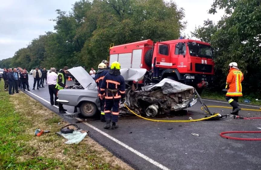 Постраждали 5- та 12-річна дитина: деталі смертельної аварії на Городенківщині (ФОТО)