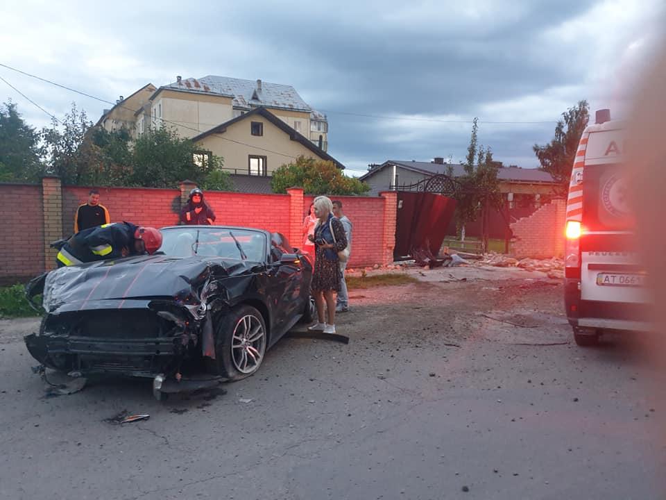 Медики не зафіксували сп'яніння у водійки, котра розбила Форд Мустанг у Тисмениці