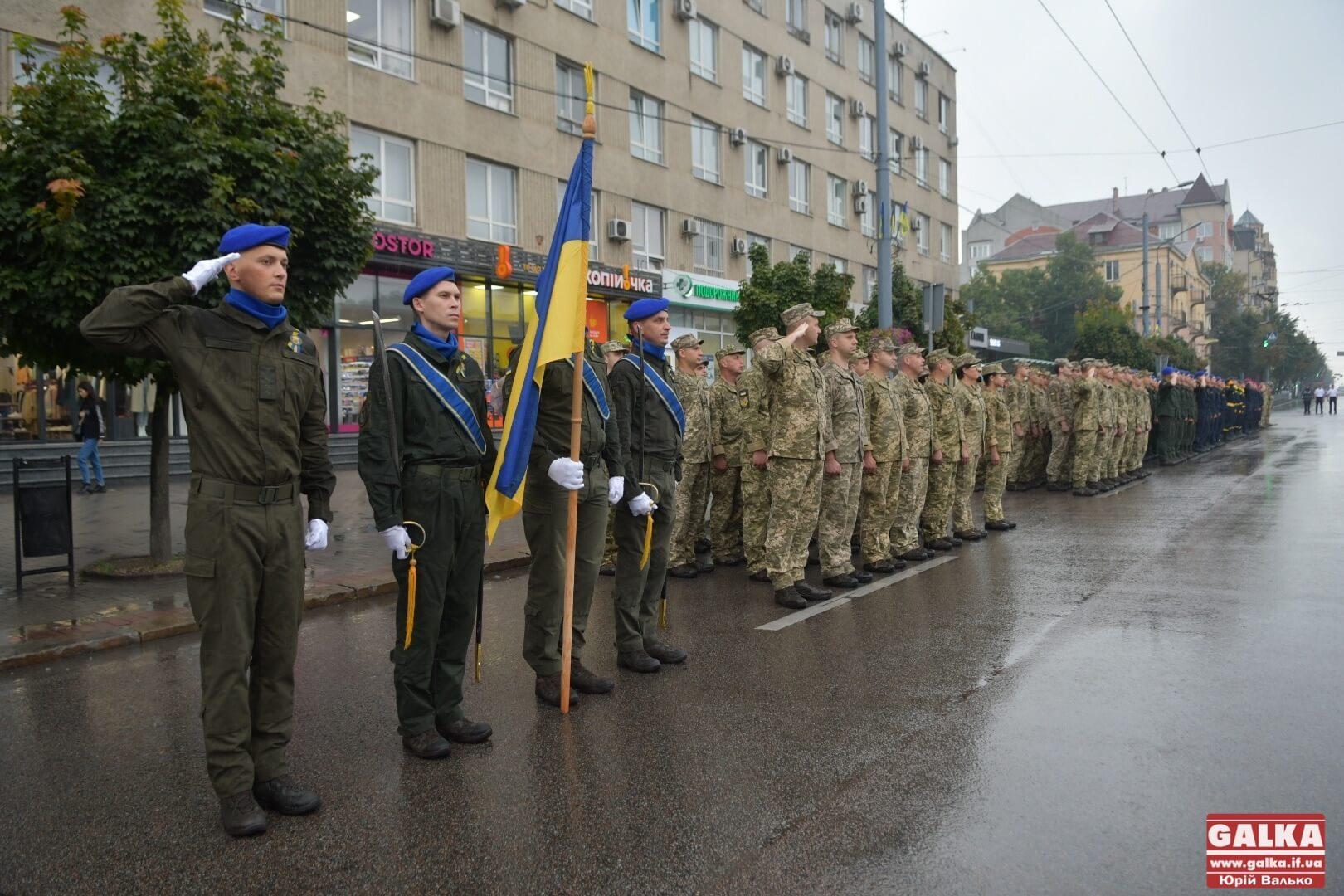 До дня Незалежності військові урочисто пройшлися Франківськом (ФОТОРЕПОРТАЖ)
