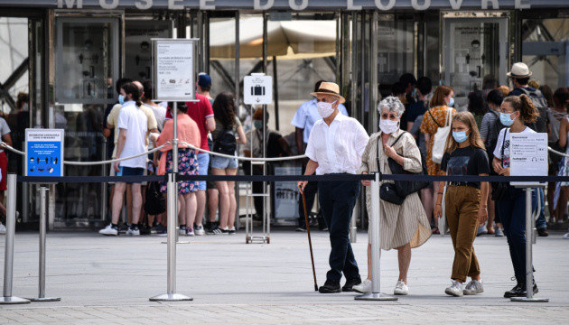 У Франції Covid-паспорт став обов'язковим для транспорту, ресторанів і громадських закладів