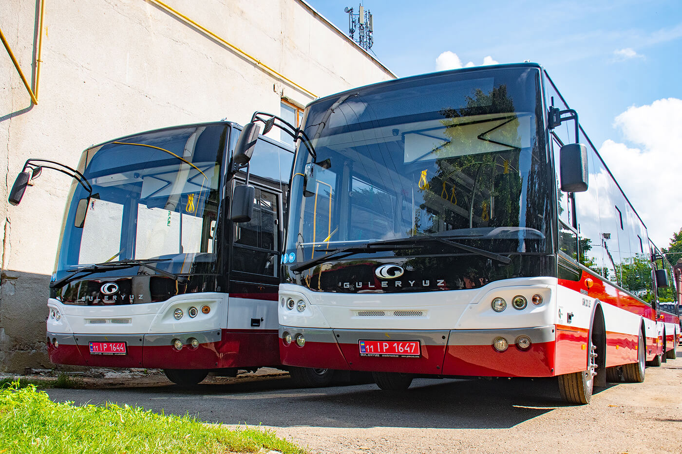 У Франківську три маршрути підсилили новими автобусами
