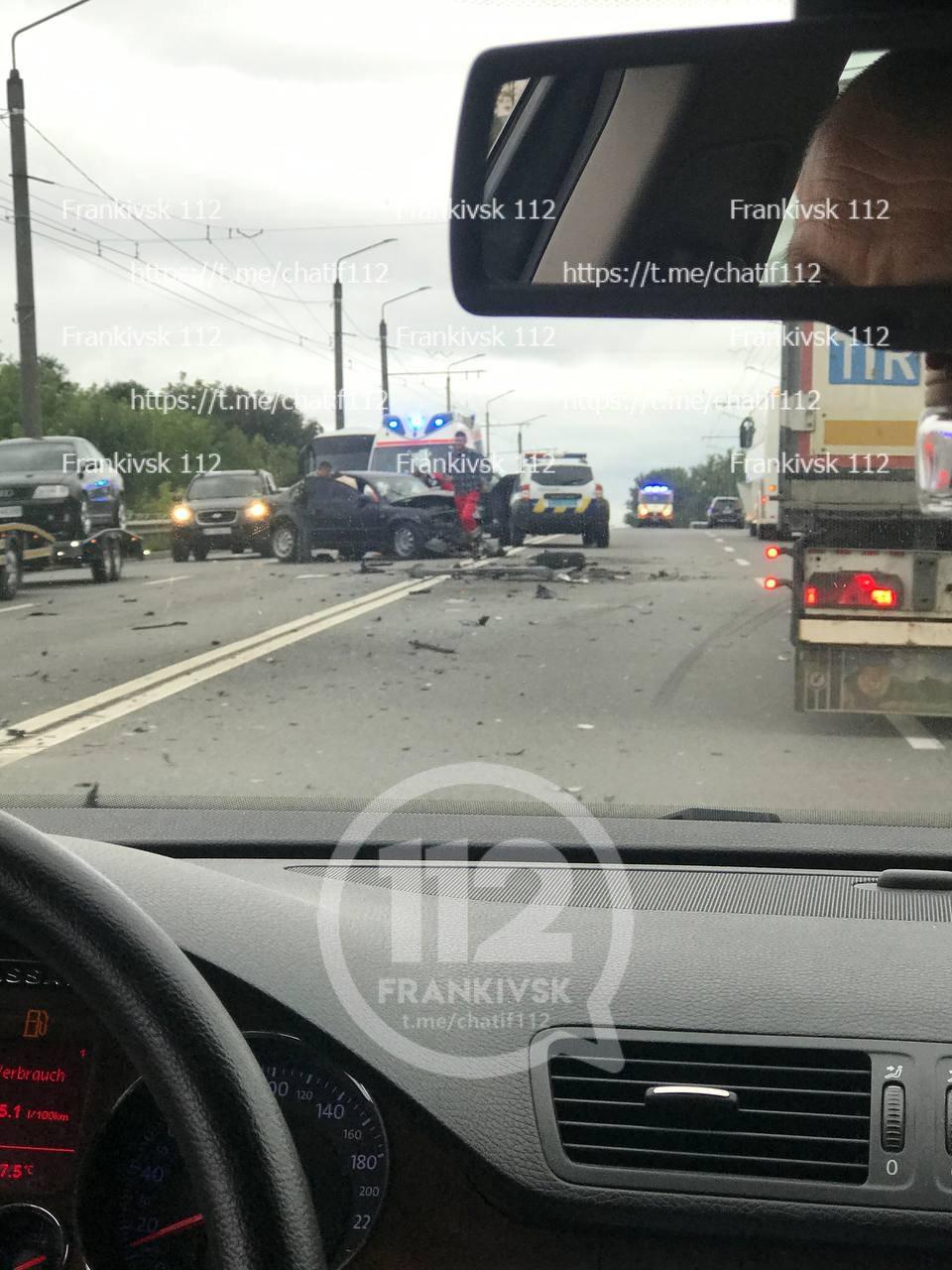 В Ямниці під Івано-Франківськом– масштабна аварія з потерпілими (ФОТО, ВІДЕО)