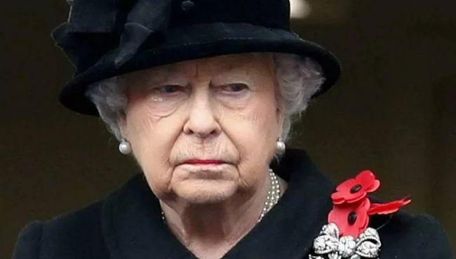 Етикет, що тут скажеш: франківка отримала лист від королеви Єлизавети (ФОТОФАКТ)