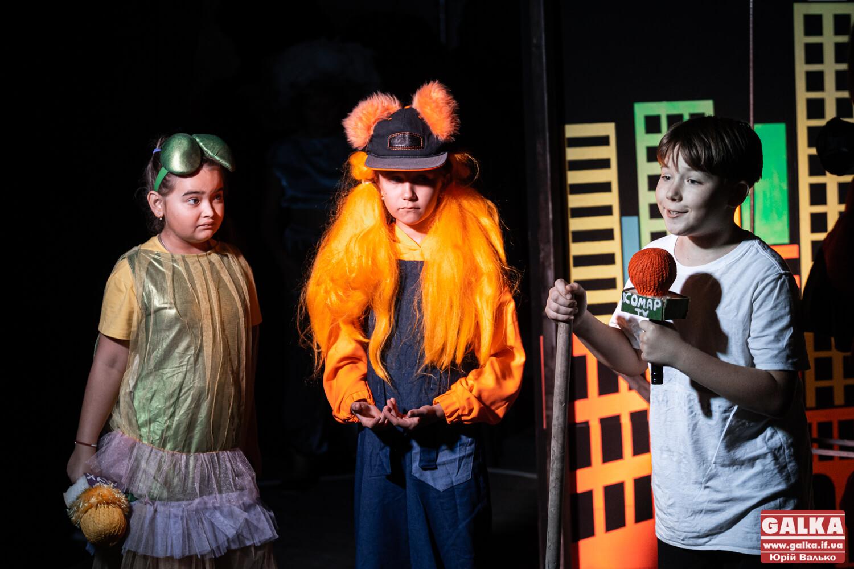 Дитяча казка, дим-машина та світлові бластери: у палаці Потоцьких показали благодійну виставу (ФОТО)