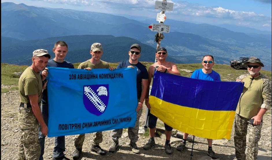 Коломийські авіатори піднялися на найвищі вершини українських Карпат (ФОТО)
