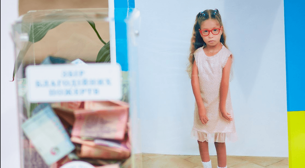 """""""Фото для друга"""": на благодійній акції франківці зібрали кошти для дівчинки з важкою хворобою (ФОТО)"""