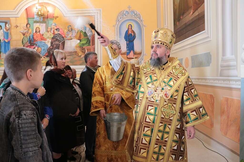 Митрополит Епіфаній освятив храми у селі Бабче та в Манявському монастирі (ФОТО)