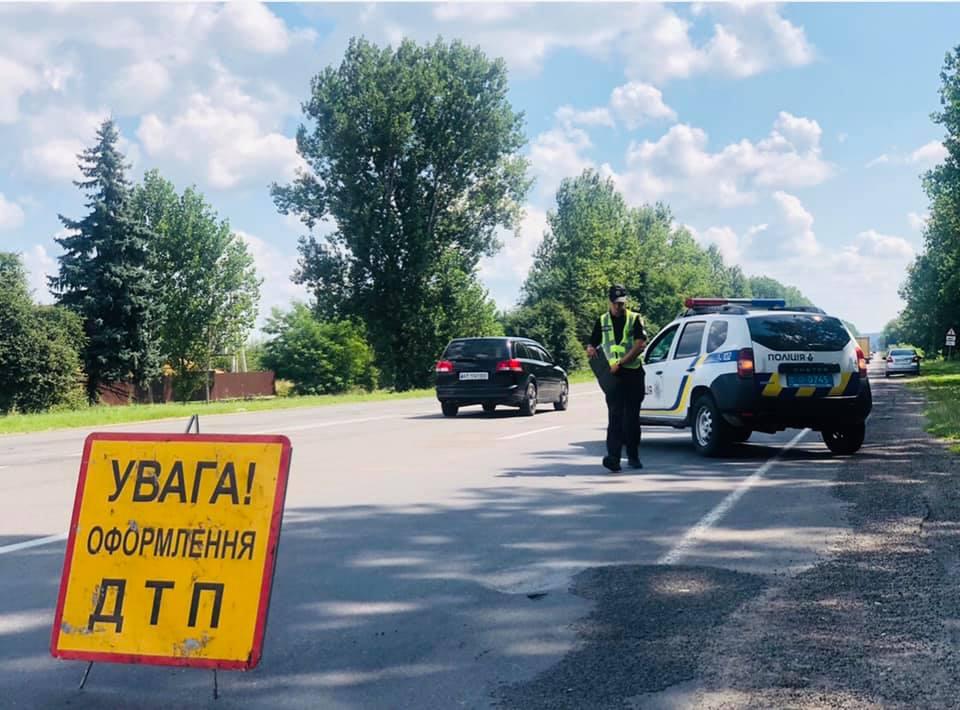 З'явилися фото та подробиці ДТП у Франківському та Надвірнянському районах