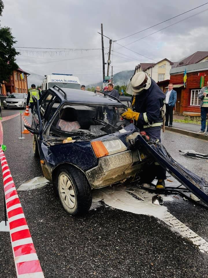 Поліція повідомила деталі ДТП в Микуличині, де травмувався чоловік (ФОТО)