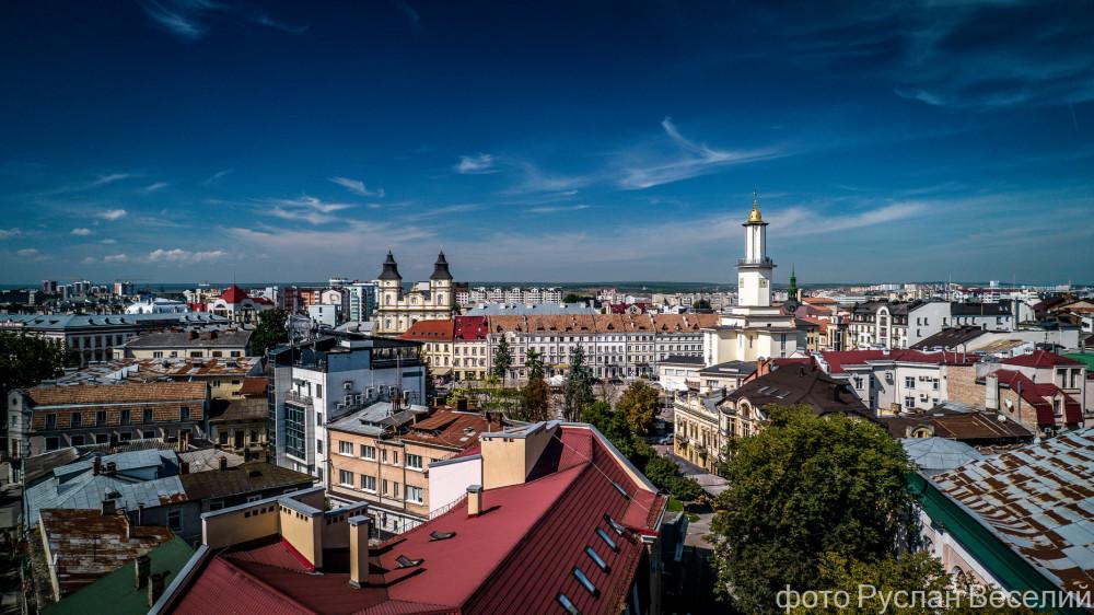 Вересневий Івано-Франківськ з висоти (ТЕПЛІ ФОТО)