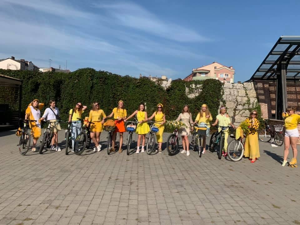 """""""Золотий"""" велопробіг: десятки франківок на роверах каталися містом (ФОТО)"""